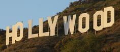 http://mundodecinema.com/hollywood-megastore/ - Sejam réplicas das estatuetas icónicas dos Óscares, réplicas de estrelas do Passeio da Fama ou vulgares posters de filmes, a Hollywood MegaStore promete não desiludir os seus clientes. Mais do que merchandising, a loja tem-se concentrado recentemente na venda de produtos temáticos para festas.