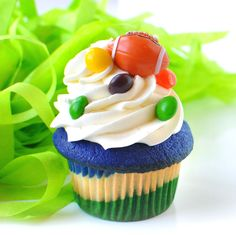 The official Trophy Cupcakes #BeastMode Cupcake! #Seahawks #MarshawnLynch #Skittles