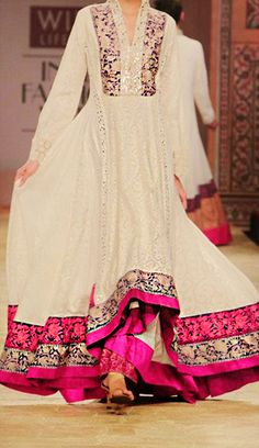 Bollywood Ishtyle by Manish Malhotra Pakistani Outfits, Indian Outfits, Ethnic Fashion, Asian Fashion, Style Fashion, Saris, Desi Clothes, Indian Clothes, Indian Attire