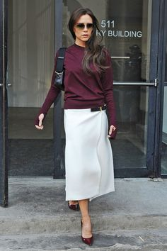 We have observed Victoria Beckham switching from a pop phenomenon into an entrepreneur, multi-tasking mom and fashion chic. Here, we have traced 20 most stylish looks of Victoria Beckham in all ways. Moda Victoria Beckham, Style Victoria Beckham, Victoria Beckham Outfits, Fashion Mode, Fashion Week, Look Fashion, Fashion Design, Fashion Photo, Street Fashion