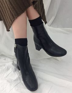 Brave the elements in style with these side zip heeled ankle boots! Pretty Shoes, Asian Fashion, Brave, Ankle Boots, Booty, Flats, Zip, Heels, Style