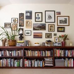This is by far my favorite arrangement for displaying books. What works so well in this room design is that low shelves do not overwhelm the room at all while providing plenty of storage space for your books. You still have the prime wall space to hang the artwork and you can use the top of the shelves to display additional objects. By playing with the style and color of the shelves, the room can be made a lot more modern or a lot more traditional depending on one's taste. 📚🛋🖼 #books…