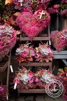 Kolekce | Dušičky | Květiny Petr Matuška Brno - dekorace, floristika, řezané květiny, svatební kytice Deco Floral, Arte Floral, Floral Design, Grave Flowers, Funeral Flowers, Valentine Wreath, Valentine Decorations, Fall Flowers, Dried Flowers