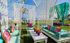 Moroccan-inspired, white 'jaali' cabanas interspersed with low tables and large cushions for Anusha and Dhrumil's mehendi decor Mehndi Decor, Mehendi Decor Ideas, Festa Tema Arabian Nights, Wedding Trends, Wedding Designs, Wedding Ideas, Arabian Theme, Online Wedding Planner, Wedding Hall Decorations