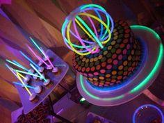 Bracelets stick Fluo. Creez la deco que vous voulez avec les boites de 100, 50 ou 15 bracelets lumineux Fluo !