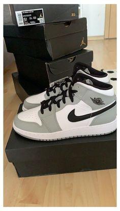 Dr Shoes, Cute Nike Shoes, Swag Shoes, Nike Air Shoes, Hype Shoes, Nike Socks, Sneakers Nike, Jordan Shoes Girls, Girls Shoes