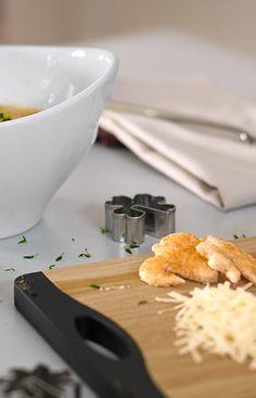 Süße Toastplätzchen als gelungene Deko für die Suppenschale