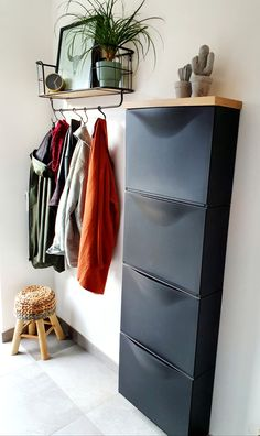 Ikea Shoe Cabinet, Apartment Entryway, Small Apartment Decorating, Home Living Room, Storage Spaces, Sweet Home, Bedroom Decor, House Design, Trones Ikea Hack