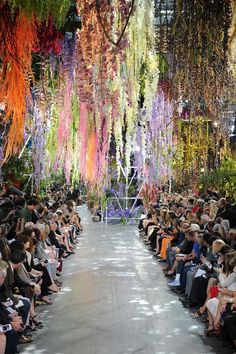 wgsn: The amazing floral display at yesterday's dior show paris fashion week Stage Design, Event Design, Runway Fashion, Fashion Show, Fashion Design, Dior Fashion, Paris Fashion, Trendy Fashion, Fashion Stores