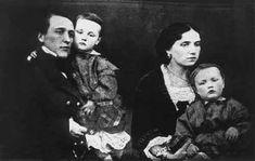 Лев Александрович Блок и Ариадна Александровна Блок (урожденная Черкасова) с детьми — Александром (на руках у отца) и Ольгой. 1860-е годы