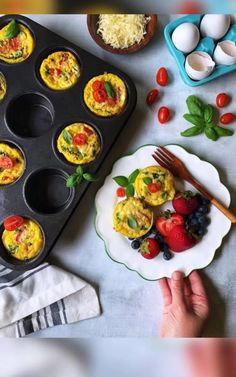 Make a batch of these egg cups to get your mornings started right. Makes 12 egg cups. Onion Chicken, Caprese Chicken, Chicken Sausage, Dried Tomatoes, Cherry Tomatoes, Baked Egg Cups, Easy Meals For One, Healthy Plate, Stuffed Sweet Peppers