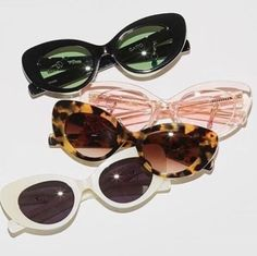 Accesories, Jewerly & Fashion: The trend of vintage sunglasses and how to use them by Nat Cebrián Fashion 60s, Look Fashion, Woman Fashion, Catwalk Fashion, Latest Fashion, Fashion Trends, Lunette Style, The Blues Brothers, Trending Sunglasses