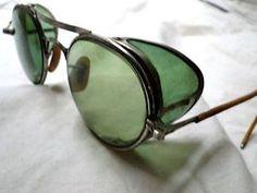 Men Sunglasses Fashion, Mens Sunglasses, Round Sunglasses, Mirrored Sunglasses, Look Fashion, Mens Fashion, Vision Glasses, Cyberpunk Fashion, Punk Outfits