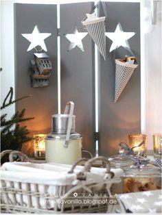 Villa ✪ Vanilla: Baby, it's cold outside! Elegant Christmas, White Christmas, Christmas Stars, Advent, Christmas Decorations, Table Decorations, Cabinet Decor, Scandi Style, Vintage Shabby Chic