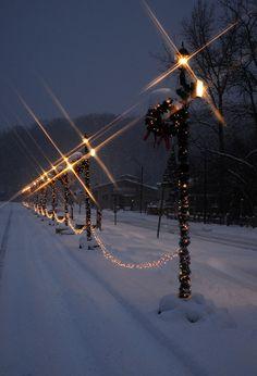 Stars on poles Christmas Scenes, Christmas Mood, Christmas Lights, Simple Christmas, Christmas Nails, Christmas Decorations, Winter Night, Winter Time, Winter Holidays