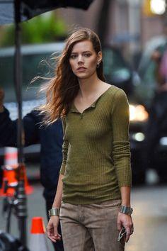 Freja Beha Erichsen Models on the Streets of NYC Jane Birkin, Style Casual, Men Casual, Freja Beha Erichsen, Androgynous Look, Glamour Uk, Glamour Magazine, Beachwear For Women, Fashion Advice