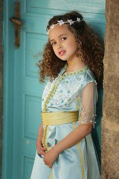 Caftan adorable Cute Girl Dresses, Flower Girl Dresses, Marrakesh, Toddler Fashion, Kids Fashion, Kids Kaftan, Kaftan Designs, Kaftan Abaya, Kids Outfits