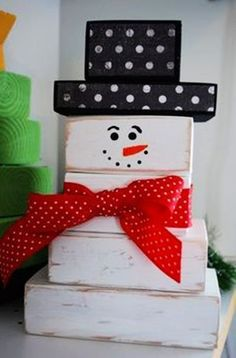 Christmas wooden crafts ideas,wooden snowman for Christmas  #wood #crafts #Christmas www.loveitsomuch.com