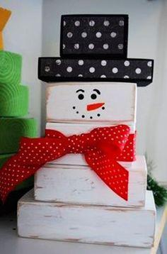 Christmas wooden crafts ideas,wooden snowman for Christmas #wood #crafts #Christmas www.loveitsomuch.com