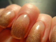 Max Factor Midnight Bronze & Flormar/Kone Helsinki 811 (Holographic) Max Factor, Helsinki, Holographic, Bronze, My Style, Nails, Beauty, Finger Nails, Ongles