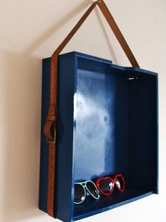 20 Diy Ideas How to Reuse Old Drawers Hang a drawer with an old belt