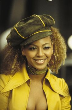 Beyonce with tight blonde curls and a cute cap #beyonce #hair