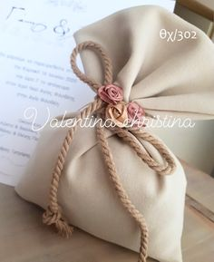 Xeiropoiites-mpomponieres-gamoy-vintageprototypes - valentina-christina.gr Wedding Cake Boxes, Wedding Favor Bags, Wedding Cards, Wedding Gifts, Diy Crafts For Gifts, Cute Crafts, Elegant Gift Wrapping, Burlap Bags, Lavender Sachets