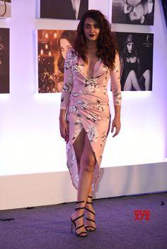 Mumbai: Dabboo Ratnani Calendar launch 2018 Surveen Chawla - Social News XYZ Most Beautiful Bollywood Actress, Beautiful Actresses, Indian Bollywood, Bollywood Fashion, Daisy Shah, Neha Sharma, Girls In Mini Skirts, Exotic Women, Beauty Awards