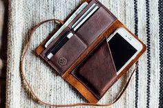 Etsy の ハスラー ラップ携帯電話スリーブ付きウォレット/手縫いブラウン オイルワックス by HUSTLEANDHIDE