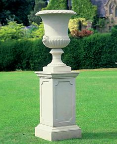Vanburg Vase by The David sharp Studio Formal Gardens, Small Gardens, Metal Steps, Urn Planters, Cement Pots, Garden Urns, Backyard Garden Design, Diy Home Crafts, Garden Ornaments