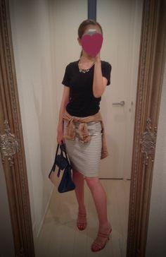 Black top + striped black & white skirt + red heels - http://ameblo.jp/nyprtkifml