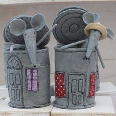 Tinned Mouse by Shelagh PickfordTinned Mouse - This would be such a fun toy for a boy or girl.Tinned Mouse, by Flossie Limejuice on Folksy,Tinned Mouse made from felt cute little gift ideaThis is a felt mouse ,residing in a felt tin ! This listing is Mouse Crafts, Felt Crafts, Fabric Crafts, Kids Crafts, Sewing Toys, Sewing Crafts, Sewing Projects, Felt Fabric, Fabric Dolls