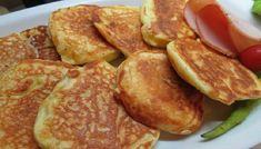 Αφράτες και ελαφριές τηγανίτες γιαουρτιού,ζεστές ή κρύες όπως και να τις φας είναι φανταστικές!!! Στο πρωινό με τυριά, με μέλι, με μαρμελάδα, όπως και να φαγωθούν… τρώγονται επίσης φτιάχνοντας σαντουιτσάκια με αλλαντικά! Υλικά: 1 ποτήρι γιαούρτι 3 κουταλάκια μπέκιν 2 αυγά 1/4 ποτηριού ηλιέλαιο 1 1/2 ποτήρι αλεύρι 1...