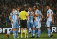 Marco Parolo with his teammates of SS Lazio reacts against the referee Ovidiu Hategan during the UEFA Europa League quarter final leg one match between SS Lazio and RB Salzburg at Stadio Olimpico on April 5, 2018 in Rome, Italy. - 56 of 120