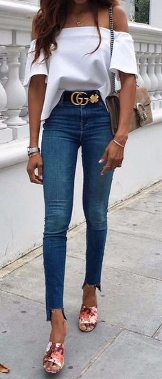 Nice 49 Adorable Street Style Jeans Ideas For This Spring. More at https://wear4trend.com/2018/02/24/49-adorable-street-style-jeans-ideas-spring/