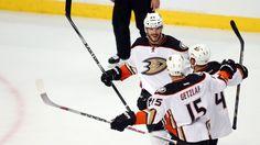 Anaheim Ducks edge Chicago Blackhawks in Game 3, take 2-1 series lead Blackhawks  #Blackhawks