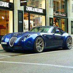"""""""Wiesmann GT Roadster Suivez pour plus! Envoyez vos meilleures photos sur w """"Wiesmann GT Roadster Suivez pour plus! Maserati, Bugatti, Chevy Camaro, Sexy Cars, Hot Cars, Jaguar, Audi Rs5, Roadster, Amazing Cars"""