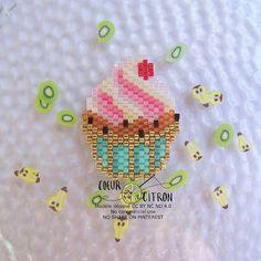 Cupcake! A défaut de pouvoir les manger... #cupcakes #patisserie #bakery #gourmandise #sucre #motifcoeurcitron #perlesandco #perlescorner #perlezmoi #perlesaddict #perlesaddictanonymes #jesuisunesquaw #diy #handmade #brickstitch #jenfiledesperlesetjassume