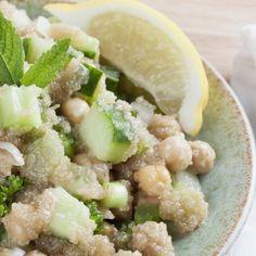La Ricetta per il Piatto unico di ceci e amaranto, ricco di proteine da servire tiepido o freddo con una spruzzata di limone.
