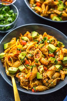 This Instant Pot Chicken Fajita Pasta with fresh salsa and bell peppers is a delicious one pot pasta idea that comes together easily with the help of your pressure cooker! Just dump all your ingredients and serve - it's all ready in under 30 minutes!