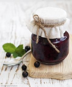 Use these natural canning ingredients as alternatives for the pectin, sugar and alum found in many canning recipes.