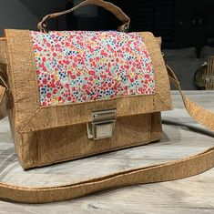 Alicia Frenot sur Instagram : Et voilà! Second sac à main de confinement pour le printemps! ;) confinés mais on ne s'ennuie pas! #sacôtin #restezchezvous…