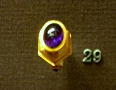 Gold ring with Amethyst  British Museum 100-50 BC