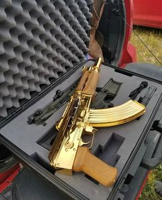 If you wanna kill me itd better be with a gold firearm Military Weapons, Weapons Guns, Guns And Ammo, Lexus Is250, Custom Guns, Cool Guns, Awesome Guns, Assault Rifle, Supercars