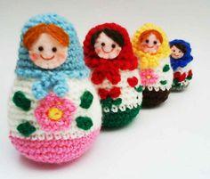 Russian Matryoshka amigurumi babushka Dolls Crochet Pattern by Jenny Lloyd. Crochet Diy, Love Crochet, Crochet Crafts, Crochet Dolls, Crochet Projects, Kawaii Crochet, Doll Patterns, Crochet Patterns, Matryoshka Doll