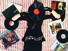 Vive con música. Camiseta, medias y guantes estampados. #ClaveDeSol #negro #NotasMusicales