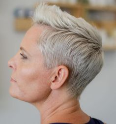 Short Pixie With Brushed Over Quiff Short Razor Haircuts, Short Quiff Haircut, Quiff Hairstyles, Cool Hairstyles, Pixie Styles, Short Styles, Long Hair Styles, Short Pixie, Face Shapes