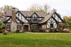 18 Ideas exterior house brick and stone tudor cottage Tudor Cottage, Cottage House, English Tudor Homes, English House, English Cottages, Style At Home, Tudor House Exterior, English Cottage Exterior, Bungalow Exterior