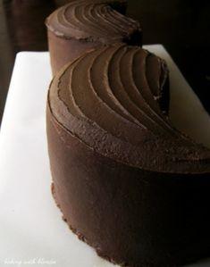 Baking with Blondie : Mustache Bash Cake Tutorial