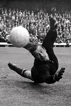 USSR goalkeeper Lev Yashin makes a superb save from Italy's Sandro Mazzola at the 1966 World Cup Olympic Football, Fifa Football, Football Icon, World Football, Soccer World, School Football, France Football, Real Madrid, Image Foot